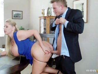 Big stiff penis of Bill Bailey got shared by two sexual cougars Karen Fisher and Sammy Brooks. They are playing with the shlong before getting it into