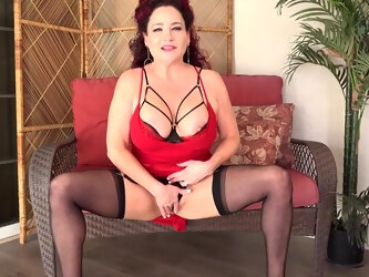 Horny American Milf Playing With Her Tits And Pussy - MatureNL