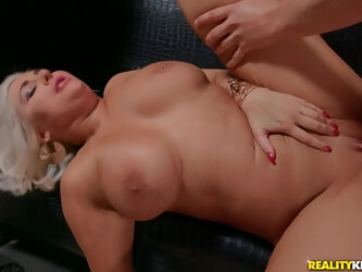 Deep sex for a thick mature after she throats the dick