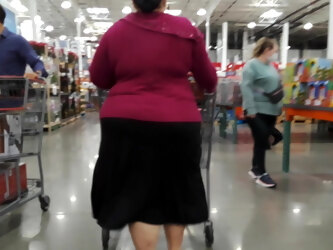 Fat booty BBW Mexican granny in a skirt